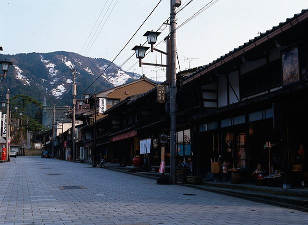 木彫刻に生きる門前町